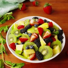 Your next brunch needs this fruit salad. - Cook - Your next brunch needs this fruit salad. Healthy Fruits, Healthy Snacks, Healthy Recipes, Fruit Snacks, Frutas Low Carb, Brunch Dishes, Brunch Food, Fruit Salad Recipes, Dessert Recipes