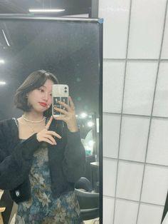 Kpop Girl Groups, Kpop Girls, April Kpop, Teen Web, Korean Girl Photo, Theory Of Love, Insta Photo Ideas, Blackpink Fashion, Pretty And Cute