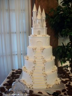 Sweet Nothings Fine Gâteaux et Desserts - Wedding Cake Ideas - Gateau Princess Wedding Cakes, Castle Wedding Cake, Disney Wedding Cakes, Fairy Castle Cake, Cinderella Sweet 16, Cinderella Wedding, Beauty And Beast Wedding, Quinceanera Cakes, Disney Inspired Wedding