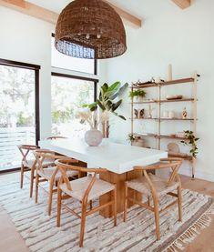 Dining Room Inspiration, Home Decor Inspiration, Dinning Room Ideas, Decor Ideas, Minimalist Dining Room, Dining Room Lighting, Dining Room Design, Table Design, Living Room Decor