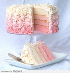 25 Ombre & Ruffle Wedding Cake Wonders | Confetti Daydreams Not a fan of the ombré iced roses, but love the sponge ombré!