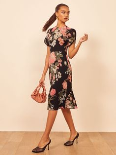 Reformation For The Real Life Dresses Of Your Dreams! - We Select Dresses Blue Midi Dress, White Maxi Dresses, Floral Maxi Dress, Casual Dresses, Summer Dresses, Printed Dresses, Mini Dresses, Long Sleeve Evening Gowns, Office Fashion