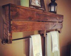 Rustic pallet towel rack/shelf by awrestoration on etsy. Pallet Desk, Pallet Home Decor, Pallet Shelves, Diy Pallet Projects, Pallet Furniture, Wood Projects, Pallet Bathroom, Laundry In Bathroom, Bathroom Ideas