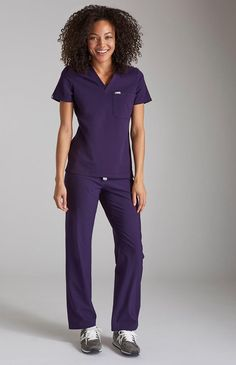 07732d27649 The women's Catarina scrub top has a slim fit while allowing free and easy  movement.
