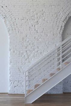An exposed brick wall in a room doesn't always mean industrial. Moreover if we talk about the specific white brick wall, the style and design it suits will be way more than just one kind. The range is wide as . Interior Inspiration, Design Inspiration, Design Ideas, White Brick Walls, White Bricks, Interior And Exterior, Interior Design, Brick Interior, Modern Interior