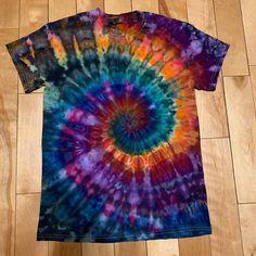 Tie Dye Shirts, Dye T Shirt, One Stroke, Cool Tie Dye Patterns, Angry Birds, Tie Dye Tapestry, Tie Dye Kit, Tie Dye Crafts, Monster High