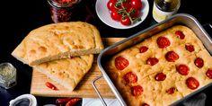 Udělejte si doma delikátní bazalkové pesto, objevte zaručený recept na špagety carbonara a upečte si nadýchanou domácí foccaciu! V článku se dozvíte, jak se vyznat v těstovinách, pizze i které risotto je nejlepší. Pesto, Fusilli, Rigatoni, Calzone, Tortellini, Cornbread, Risotto, Ethnic Recipes, Mascarpone