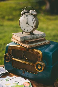 Time for a little music-With an old time radio-Brings back sweet memories-Of long, long ago-Underneath an old oak tree-Just me and the books I love-No clouds in the forecast-Just sunshine up above.