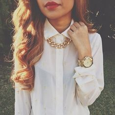 Big statement necklace with a white collared shirt😍😍 Looks Style, My Style, Hair Style, Chunky Chain Necklaces, Gold Chains, We Heart It, What To Wear, Gold Necklace, Chunky Necklace Outfit