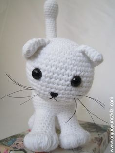 "Amigurumi White Cat..  miaw , miaw , please adopt me :)  This listing is for an amigurumi pattern, not the finished toy.  The finished cat is approximately 10"" (25cm) tall.(including the..."