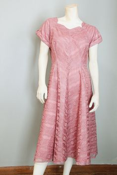 Vintage 1950's Dusty Rose Mauve Lace Short Sleeved Fit and Flare Fully Lined Midi Party Dress