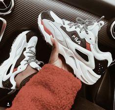 0efe7a18331 A(z) 32 legjobb kép a(z) Sneakers táblán ekkor  2019
