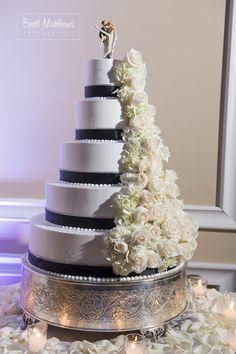 OHEKA CASTLE Wedding Cakes   Brett Matthews Photography