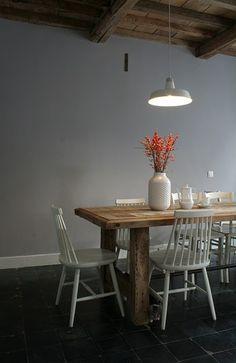 love the painted white ecrol chairs. The halky wall colour and the vase. Dining Room Inspiration, Interior Inspiration, Grey Room, My Home Design, Modern Vintage Homes, Victorian Decor, Southern Homes, Dining Room Table, Wood Table