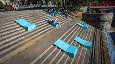 Ideaal zulke bankjes voor buitenlocaties met trappen! Deze foto is gemaakt tijdens een architectuurfestival in Wrocław (Polen).