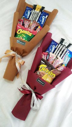 #buketsnack Candy Bouquet Diy, Food Bouquet, Gift Bouquet, Boquet, Birthday Present For Boyfriend, Friend Birthday Gifts, Birthday Diy, Candy Gift Baskets, Candy Gifts