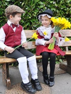 Welsh children in national costumes. (Wales, Great Britain, United Kingdom of Great Britain and Northern Ireland, Northern Europe) Mexican Traditional Clothing, Traditional Outfits, Welsh Gifts, Saint David's Day, Boden Clothing, United Nations Day, Guache, Cymru, My Heritage