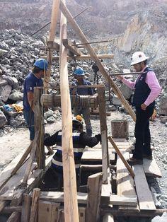 Pequeños mineros del Rajo Las Loas de Andacollo se reúnen en terreno con el Seremi de Minería  http://www.revistatecnicosmineros.com/noticias/pequenos-mineros-del-rajo-las-loas-de-andacollo-se-reunen-en-terreno-con-el-seremi-de