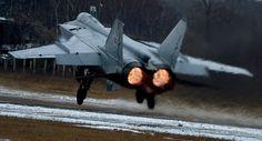Noticia Final: Caças MiG-31 realizam 'combate aéreo' a velocidade...