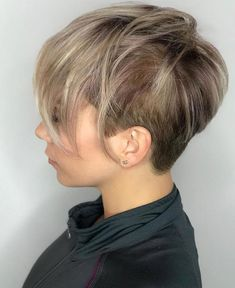 Undercut Pixie with Long Crown Layers - 60 Short Choppy Hairstyles for Any Taste. Choppy Bob, Layers, Bangs - The Trending Hairstyle - Page 25 Medium Short Hair, Long Curly Hair, Short Hair Cuts, Short Hair Styles, Pixie Cuts, Short Choppy Haircuts, Cute Hairstyles For Short Hair, Choppy Hairstyles, Pixie Haircuts