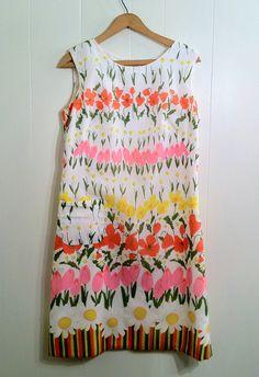 Vintage, el vestido es muy sencillo, todo lo dice la tela.