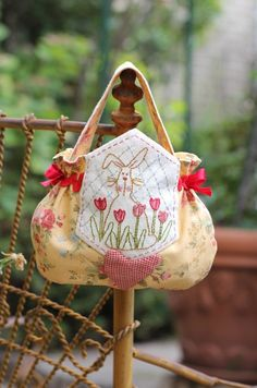 Free Pattern and instructions for an Easter Egg Bag 1. - Red Brolly