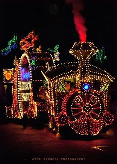 I miss the Main Street Electrical Parade. It was one of my favorite things as a kid.