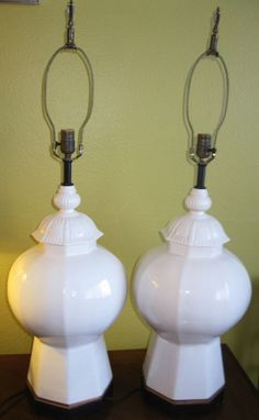 Rare Mid Century White Lidded Ginger Jar Lamps, Hexagonal Base Hollywood Regency