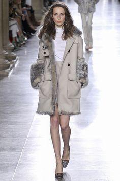 Модная куртка 2016 – серая дубленка в коллекции Topshop Unique