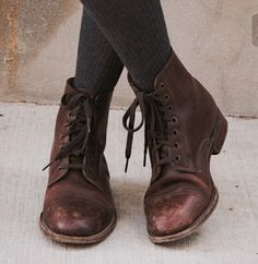 she was the book thief without the words Witch Aesthetic, Character Aesthetic, Aesthetic Shoes, Book Aesthetic, Le Happy, Green Gables, Mori Girl, Grunge Style, Soft Grunge