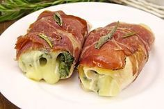The chicken and speck rolls are the best for a quick and tasty dinner or for a second course, an alternative to the classic chicken rolls to be served. Duck Recipes, Meat Recipes, Chicken Recipes, Cooking Recipes, How To Cook Lamb, Ways To Cook Chicken, Wow Recipe, Look And Cook, Cooking Pork Chops