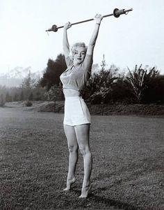 Marilyn workin' it.