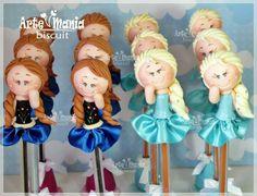 Canetas decoradas com biscuit. Opção de lembrançinha no tema Frozen.   Mais fotos :   www.facebook.com/eartemaniabiscuit  Contato: eanneartebiscuit@hotmail.com