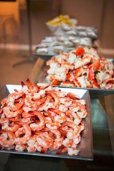 Wedding reception food idea: A raw bar filled with oysters, crab legs, and jumbo shrimp! (Photo by Cage & Aquarium)