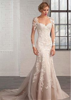 Elegant Organza Queen Anne Neckline A-line Wedding Dresses with Lace Appliques