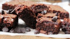 Now I'm going to want brownies all day. Terri's Chocolate-Chocolate Brownies Beste Brownies, No Bake Brownies, Easy Brownies, Brownies Caramel, Coconut Flour Brownies, Just Desserts, Dessert Recipes, Flourless Chocolate Cakes, Chocolate Chocolate