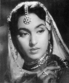 Enchanting black & white picture of legendary Indian actress #Nutan