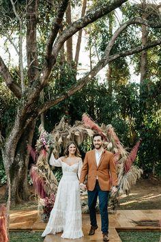 Fabiana e Evandro | O casal celebrou a união em uma linda cerimônia Cute Wedding Dress, Elope Wedding, Wedding Bells, Our Wedding, Dream Wedding, Wedding Dresses, Elopement Wedding, Bride Look, Boho Bride