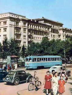 """Журнал """"СССР на стройке"""" был адресован иностранцам, поэтому первым в Союзе стал печатать цветные фоторепродукции ещё в конце 1940-х. Правда качество…"""