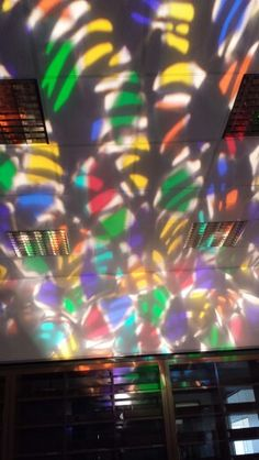 Combination of lights and pattern. Look how beautiful it is. No wonder why lightings on stage are important.
