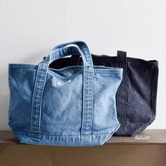 Vantoo Distressed Unisex Denim Handbag Shoulder Bag with Two Pockets for Men and Women Denim Handbags, Denim Tote Bags, Jean Crafts, Denim Crafts, Recycled Denim, Fabric Bags, Knitted Bags, Purses And Bags, Ideias Fashion