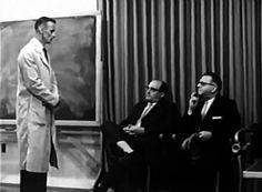 Vedem cine a fost Stanley Milgram, cum a pregătit experimentul din 1963 (devenit experimentul Milgram) și ce factori influențează obediența. Psychology, University, Cats, Psicologia, Gatos, Cat, Kitty, Community College, Colleges