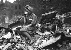 Drinking tea in the Blitz,1940
