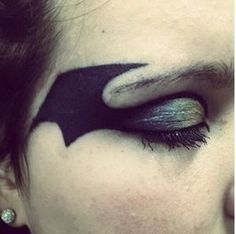Did this on my friend for her halloween costume I used Ben Nye black liquid pain… - Modern Face Paint Makeup, Eye Makeup, Hair Makeup, Batgirl Makeup, Batgirl Face Paint, Batman Makeup, Halloween Makeup, Halloween Costumes, Diy Halloween