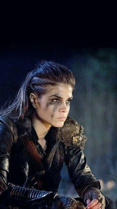 Marie Avgeropoulos as Octavia Blake in The 100 (The CW Marie Avgeropoulos, Maquillage Halloween, Halloween Makeup, Viking Hair, Viking Braids, Halloween Disfraces, Post Apocalyptic, Apocalyptic Movies, Apocalyptic Fashion