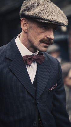 Arthur Shelby in the Peaky Blinders Gangsters, Stanley Kubrick, News Boy Hat, Film Serie, Hats For Men, Belle Photo, Vintage Men, Dapper, Gentleman