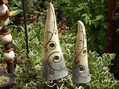 Pflanzen- & Gartenstecker - Elfen Hütchen Keramik Unikat Spirale StabSpitze - ein Designerstück von elfenfluestern bei DaWanda