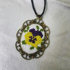 Etamin kolye #etaminkolye Tiny Cross Stitch, Cross Stitch Heart, Beaded Cross Stitch, Cross Stitch Flowers, Beaded Embroidery, Cross Stitch Embroidery, Hand Embroidery, Minis, Cross Stitch Tutorial