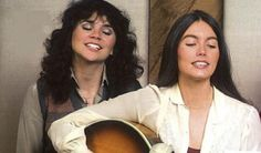 LINDA AND EMMYLOU Country Singers, Country Music, Music Love, My Music, Rock And Roll History, Emmylou Harris, Teen Party Games, Linda Ronstadt, Sheryl Crow
