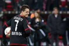 Hernández apareció en el segundo tiempo al cobrar de manera impresionante un penal, al minuto 63; más tarde confirmó el triunfo de su club al hacer el tercero del Bayer Leverkusen al definir con tiro cruzado